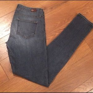Paige Peg Skinny Jeans sz 26