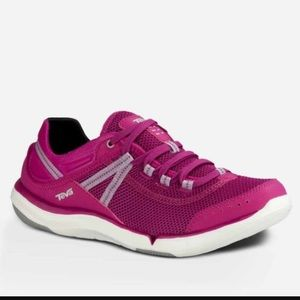 Teva Shoes - NEW TEVA EVO. Magenta