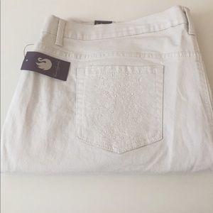 Gloria Vanderbilt Pants - NWT Slimming Goes With Any Top Denim Skimmer