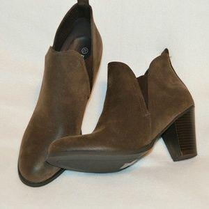 Pierre Dumas Shoes - Slip on boots size 11, NIB