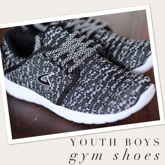 Youth Boys Brand New Gym Shoes Size 3 1b8e834f1