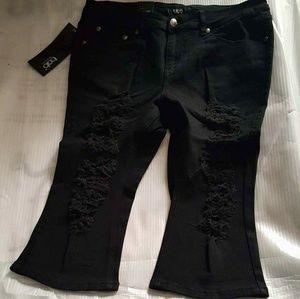 Boutique  Pants - 💚💓New Plus Size Black Distressed Capri