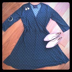 Leota Dresses & Skirts - Classic Leota faux wrap dress