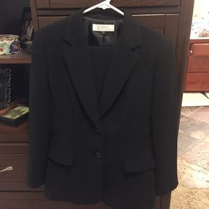 Other - Tahari pants suit
