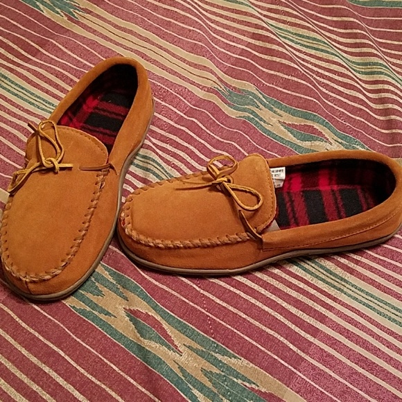 21c4be698ae60 Red Head Cabin Moc slippers. M 58e444a06802780aa3008b0c