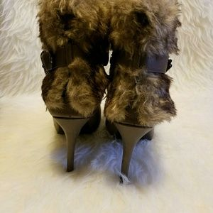 Shoes - 🌟🎉HP🎉Taupe Faux Fur Boots