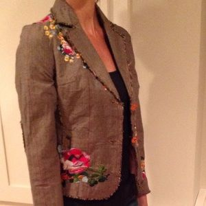 Beautiful jacket fully lined embroidered flowers