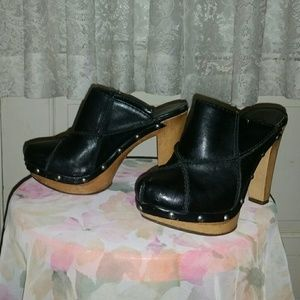 Candie's Shoes - CANDIES Carin Black Clogs