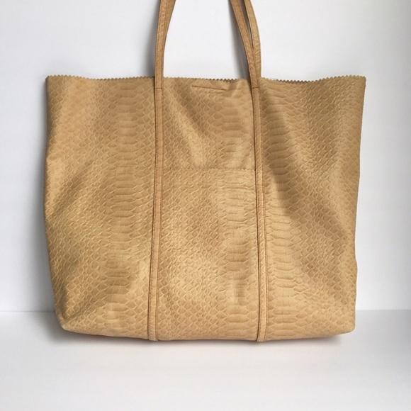 452586be4c6f Banana Republic Handbags - • Banana Republic • tan cow leather tote bag