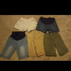 Old Navy Pants - 5 pairs of maternity Shorts and Capris bundle