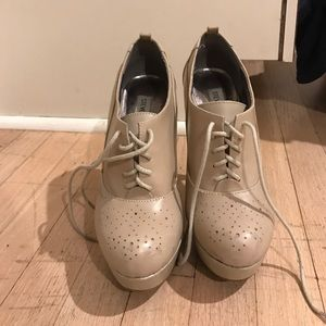 Steve Madden Shoes - Beige Steve Madden oxford heels