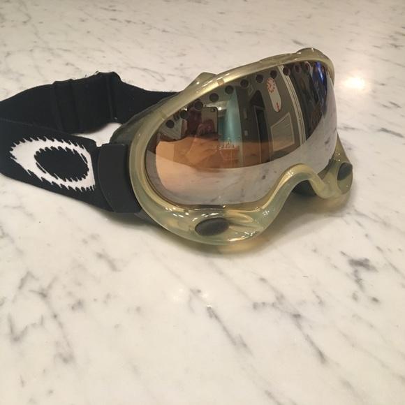 091c1af2d28 Vintage Oakley O-Frame ski goggles. M 58e47aee9c6fcf7ce701a12c