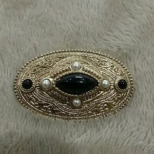 VINTAGE DECO STYLE GOLD TONE  PEARL & ONYX OVAL