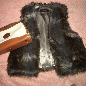 Tops - Faux fur warm vest
