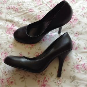 DELICIOUS Shoes - DELICIOUS BLACK ROUND TOE PUMPS 6.5
