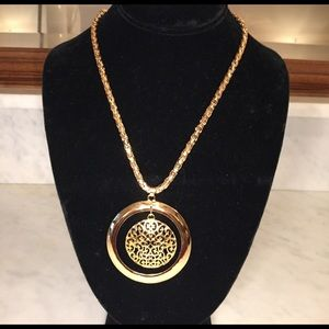 Farah Jewelry Jewelry - New Golden Pendent with heavy chain