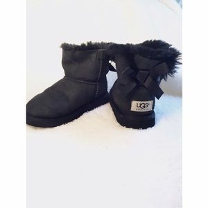 UGG Other - Girls mini bailey bow ugg boots