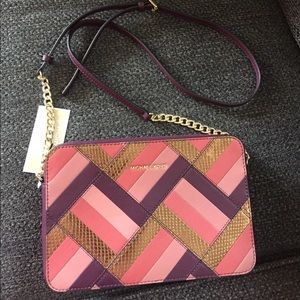 Michael Kors Handbags - 🆕⛔️price firm⛔️ Authentic Michael Kors Crossbody