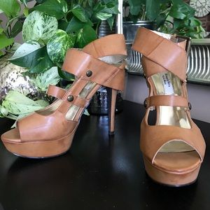 Strappy Camel colored Pumps