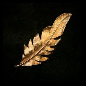 Jewelry - Vintage Leaf Brooch Pin