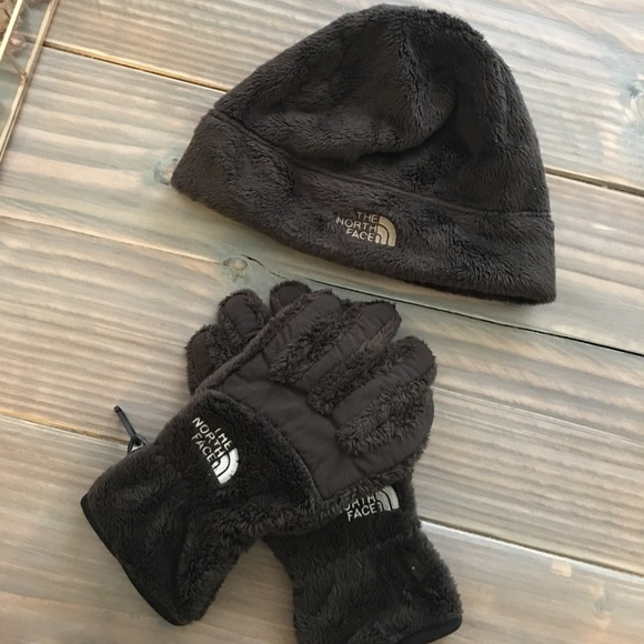 North Face Hat and gloves set 4f4341b83d2