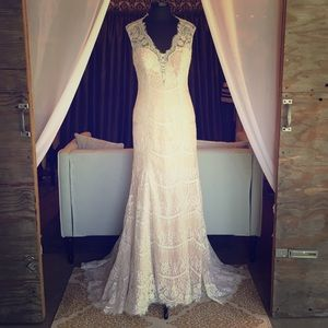Allure Bridals Dresses & Skirts - NWT Allure gown style #MJ158