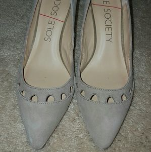 Sole society pumps