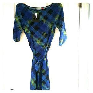 Leota Dresses & Skirts - Leota ladies dress in M. Great modern shape