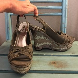 Not Rated Shoes - 🎀Not Rated Camo Sequined Wedge Sandals🎀