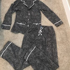 Vera Wang Other - Vera Wang Gray Fleece Leopard Pajama Set!