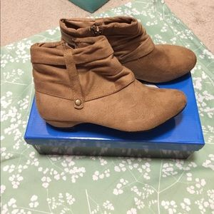 traffic  Shoes - NWOT ankle booties