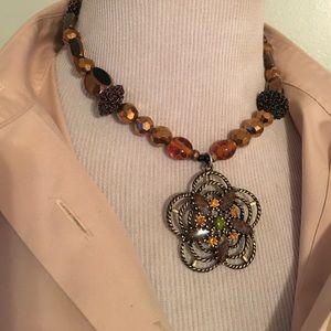 Jewelry - GORGEOUS FLOWER CHICKER