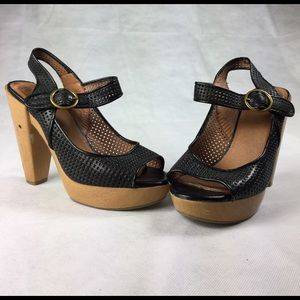 Lucky brand heels size 7 black & tan ankle strap