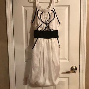 Dresses & Skirts - White scoop neck dress