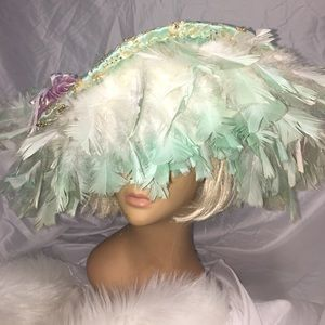 VINTAGE FEATHERED HAT