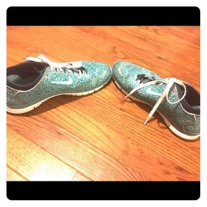 Blue spotted Nike Free Tr Fit 4
