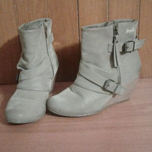 Blowfish Shoes - Gorgeous Tan Booties