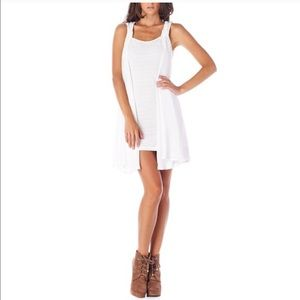 Miilla Clothing Dresses & Skirts - 🌟Gorgeous sleek solid white knit with chiffon 🌟