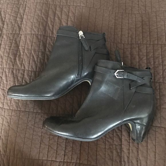 22eb024c9 Sam Edelman kitten heel booties leather 6. M 58e640a899086a74fc002709