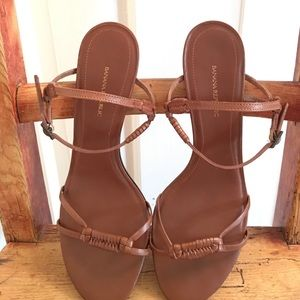 Banana Republic Shoes - like new Banana Republic sandals