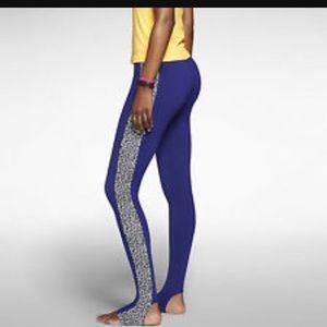 Nike Pants - 😍Nike Leg-A-See Stirrup leggings