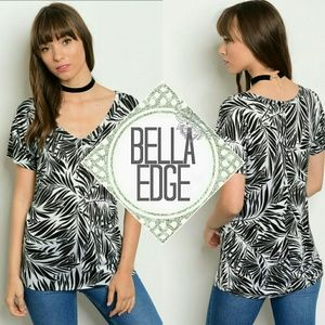 Bella Edge Tops - Black white palm leaf vneck tee