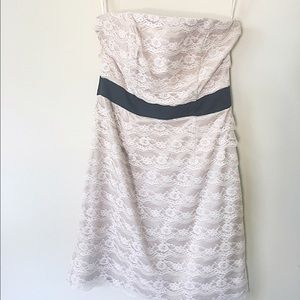 H&M Dresses & Skirts - Lace strapless dress