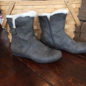 Low gray boots