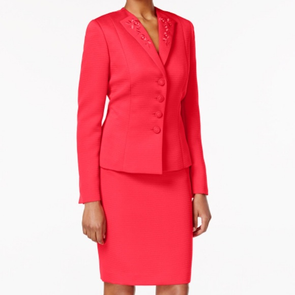 62ff8770e86d Tahari Dresses   Size 16 Asl Beaded Skirt Suit   Poshmark