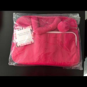 Ariana Grande Handbags - Ariana Grande laptop case