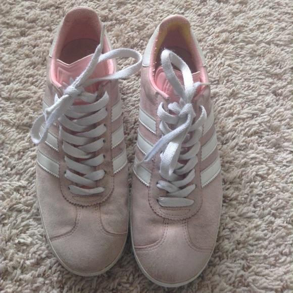Le adidas luce rosa poshmark arrossire gazzella