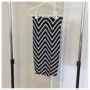 Dresses & Skirts - Black and White Chevron Pencil Skirt