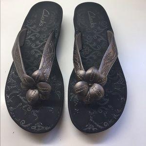 Clarks Shoes - NWOT Clarks sandals/flip flops w/flower design -7