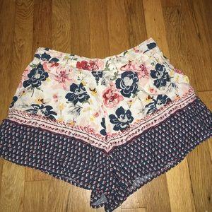 Abercrombie & Fitch Pants - flowy floral print shorts